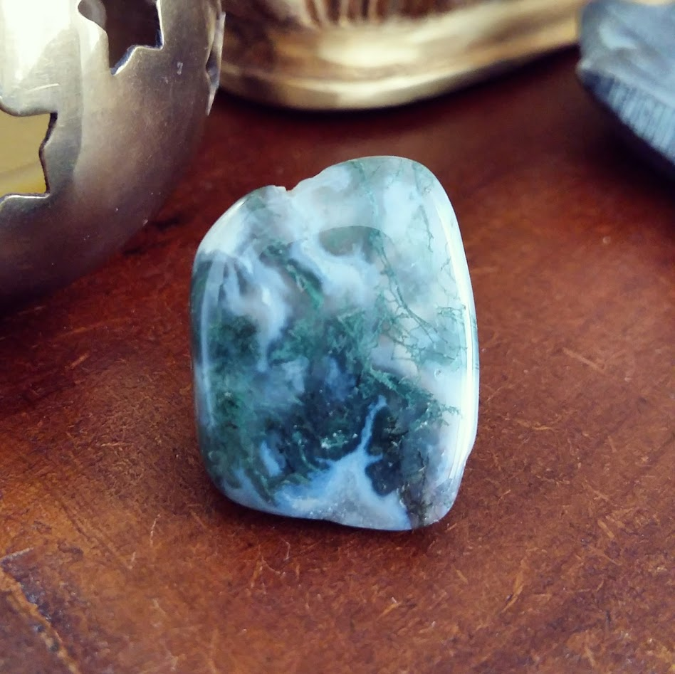 Moss Agate Tumble Stone for manifesting prosperity