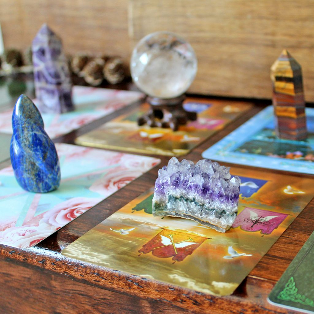 Oracle cards and crystals