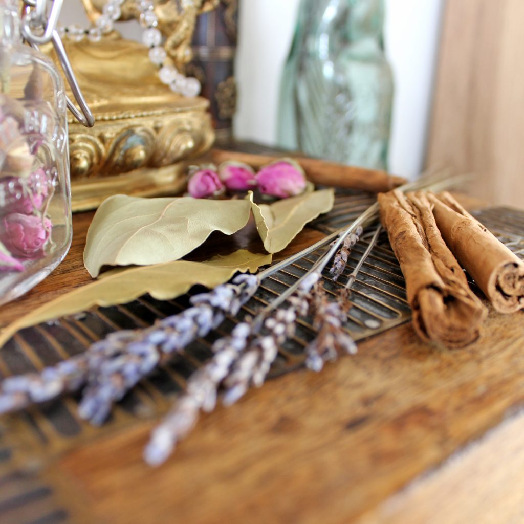 Whole incense - Bay leaves, Lavender, cinnamon and roses