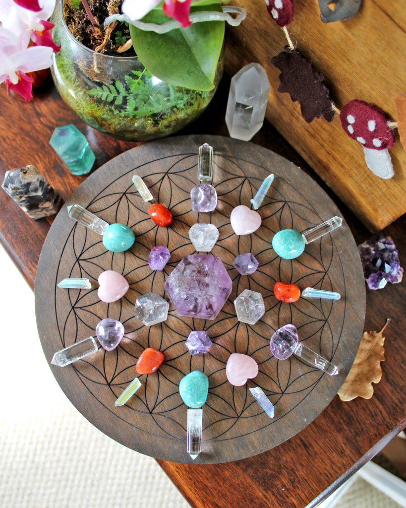 Symmetrical flower of life crystal grid